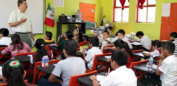 Más de dos millones de docentes celebran el Día del Maestro