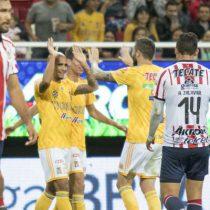 Tigres por la victoria ante Chivas