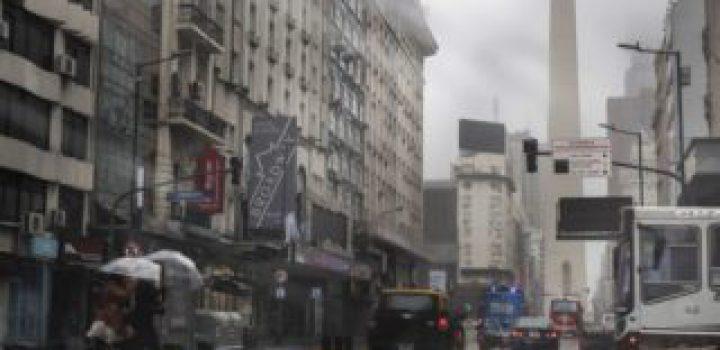 Restablecen poco a poco servicio de luz en Argentina tras apagón