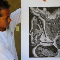 La explotación comercial de la flora y la fauna motivan la obra del artista Olegario Hernández
