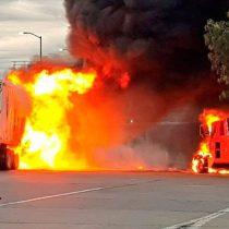 Tráiler sin frenos arrolla a vehículos y se incendia
