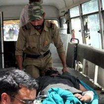 Autobús cae a barranco en Cachemira; van 35 muertos