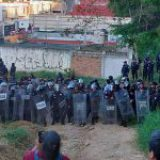 Policía de Veracruz desaloja violentamente a familias humildes
