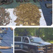 Aseguran 'mega' arsenal y autos robados en Guerrero