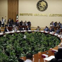 Aumento de presupuesto al INE corresponde a Diputados: AMLO