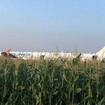 Avión ruso aterriza de emergencia en un campo de maíz