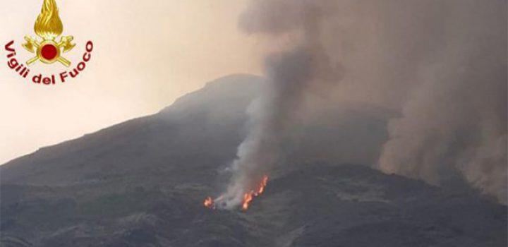 Explosión en volcán Stromboli causa alarma entre pobladores