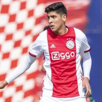 Edson Álvarez debuta con Ajax… ¡y comete penal!