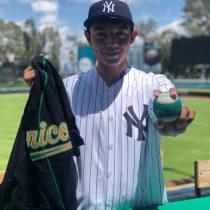 Prospecto en pitcheo de Pericos del Puebla, firmó con Yankees de Nueva York