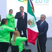 Abandera AMLO a atletas parapanamericanos y anuncia apoyos