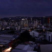 Millones se quedan sin luz en Indonesia por avería eléctrica