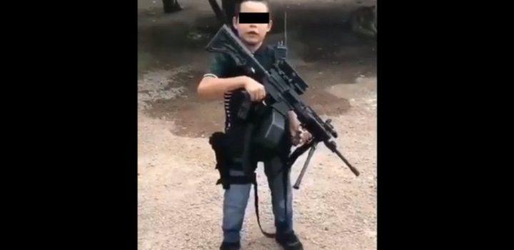 Niño sicario de 'El Mayo' lanza amenazas con metralleta