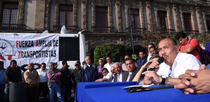 Director del Metrobús condiciona aumento a empresas a cambio de firmar contrato en blanco