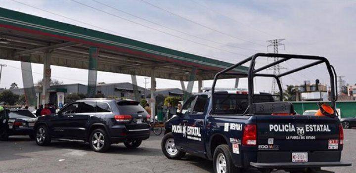 Profeco cierra gasolineras por no vender a militares y policías