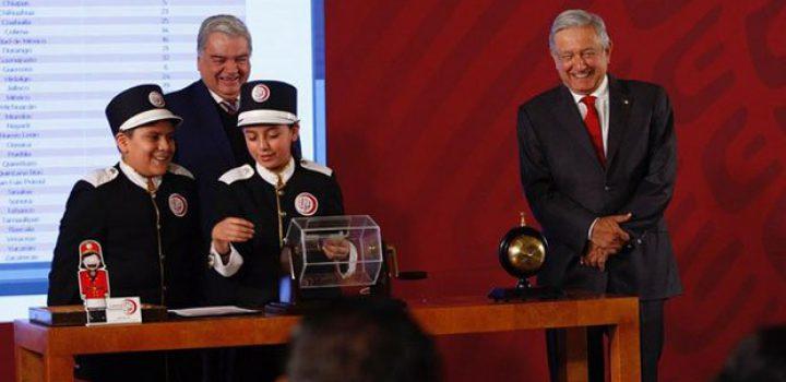 Presenta AMLO festejos patrios; cantarán Eugenia León y Banda Limón