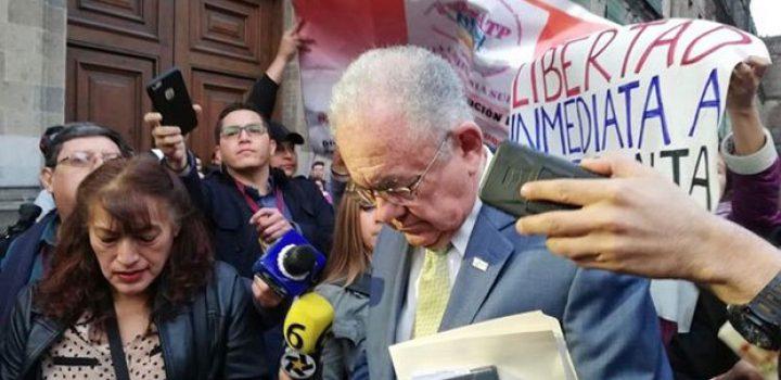 Manifestantes impiden a Jiménez Espriú ingresar a Palacio Nacional