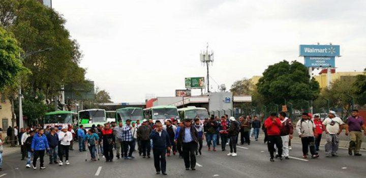 Transportistas colapsan tránsito en la Ciudad de México