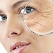 Paso del tiempo NO es el principal causante de arrugas, manchas o falta de elasticidad en la piel