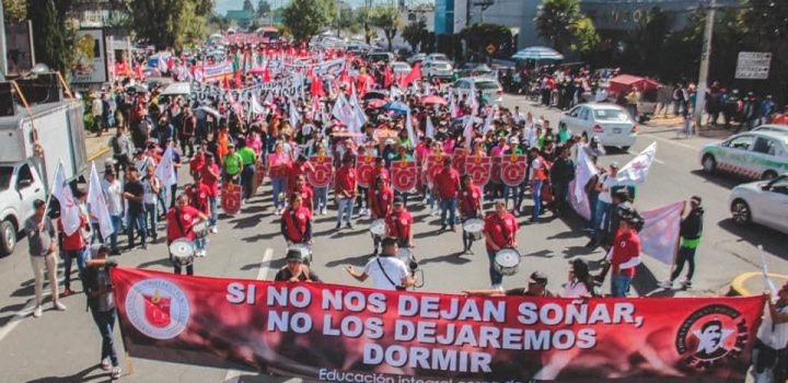 Estudiantes del CUT se manifiestan; exigen que Alfredo Del Mazo libere recursos