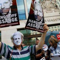 Padre de Julian Assange teme que su hijo pueda 'morir en prisión'