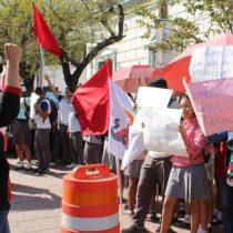 Antorchistas marchan y   exigen la intervención del Presidente municipal