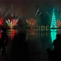 Río de Janeiro se ilumina con árbol de Navidad flotante más grande del mundo