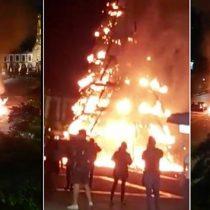 Árbol de Navidad se incendia en plaza Las Américas, en Jalisco