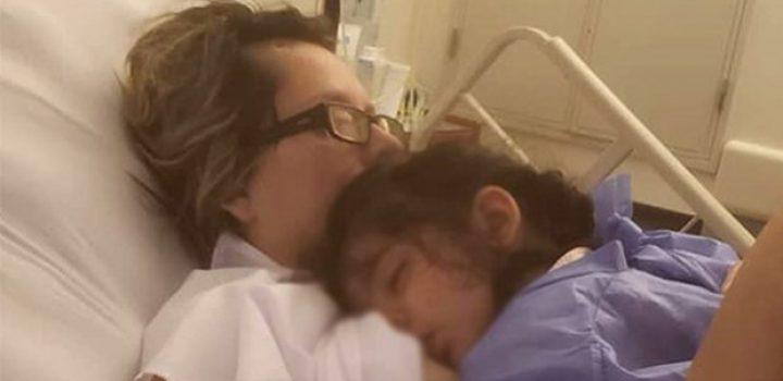 Mujer despierta del coma al oír a su hija pedirle que la amamante