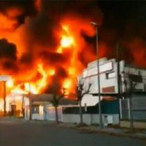 Alerta por aparatoso incendio en planta química en España