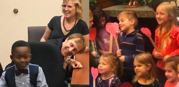 Pequeño Michael invitó a todo el kinder a su audiencia de adopción
