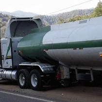 Grupo armado roba unidad de suministro de gasolina