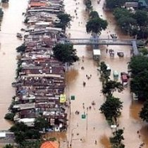 Nueve muertos y miles de evacuados en Yakarta por severas inundaciones