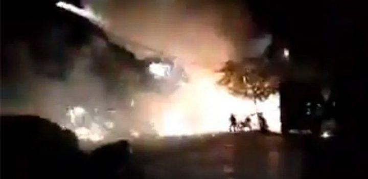 Pirotecnia desata incendio en mercado de Chiapas