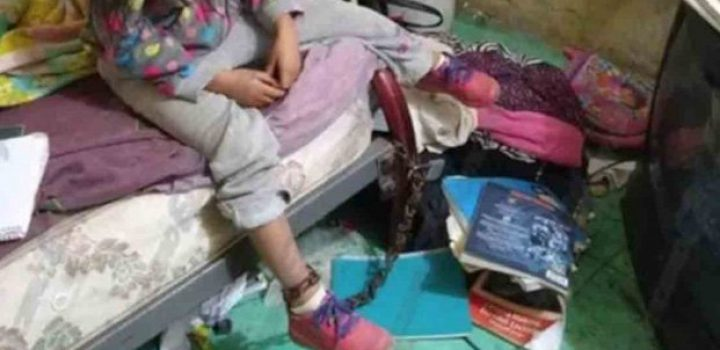 Rescatan a niña de 5 años que vivía encadenada en SLP