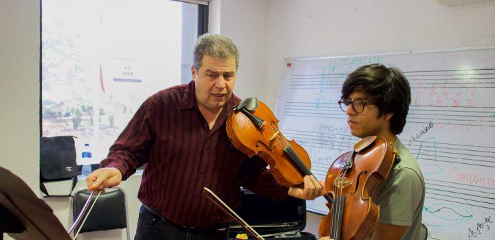 Violinistas y violistas de La Chávez afinan técnica y expresividad musical guiados por Nonna Alakhverdova y Ara Ghukasyan