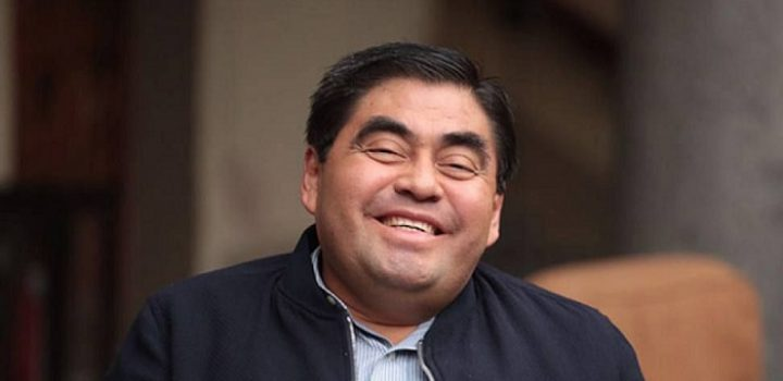 Sólo los ricos contraen coronavirus, asegura gobernador de Puebla