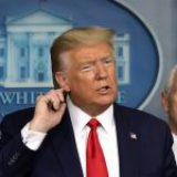 Amaga Trump con cortar fondos a OMS