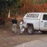 Hallan dos cuerpos a un costado de carretera en Michoacán