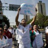 Enojo y desesperación de médicos en todo el país: ni cubrebocas les dan