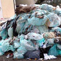 Tiran residuos biológicos en calles de Tlalnepantla