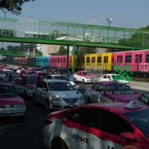 Taxistas bloquean Tlalpan para exigir apoyos económicos
