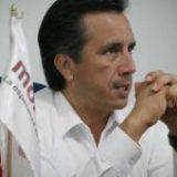 Cuitláhuac se lanza contra veracruzanos que piden regularizar vivienda