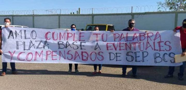 Maestros y ciudadanos protestan contra AMLO en BCS; exigen trabajo y obras