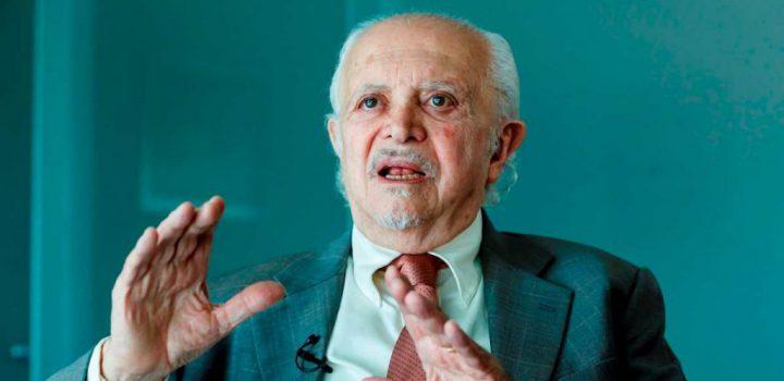 Mario Molina, premio Nobel de Química, pide a AMLO usar cubrebocas
