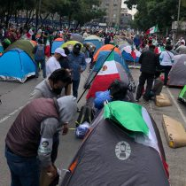Frente AntiAMLO mantiene bloqueo en avenida Juárez