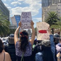 Marcha de mujeres por el aborto legal es encapsulada por policías