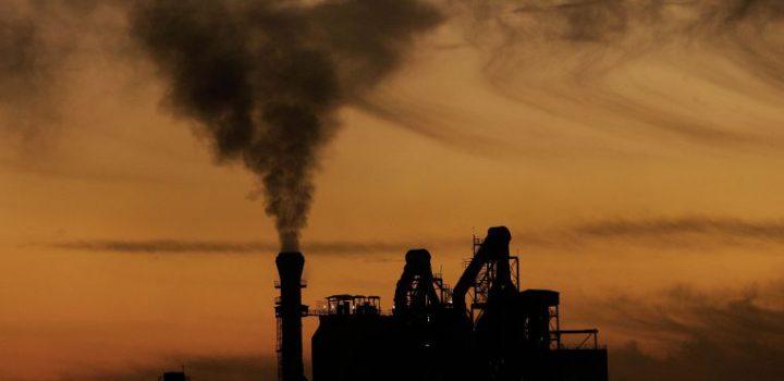 Generación de electricidad a partir de carbón cae pese a los planes de AMLO
