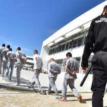 En operativos sorpresa trasladan a reos del penal de Puente Grande