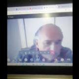 Maestro exhibe a estudiante por no tener cámara