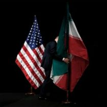 EU sanciona a 18 bancos de Irán